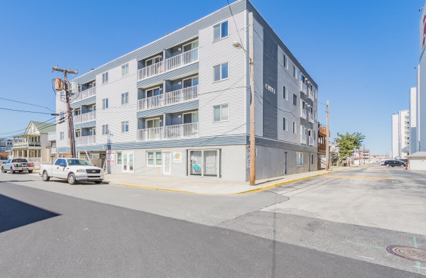 Under Contract   23 38th Street Unit 102 $279,000